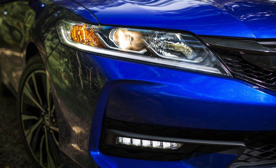 2016 Honda Accord V-6 coupe - Slide 3