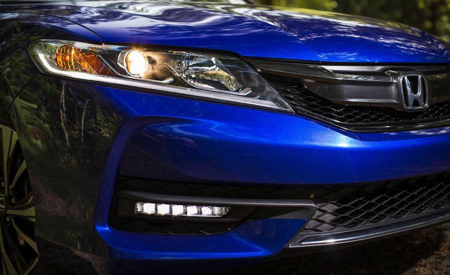 2016 Honda Accord V-6 coupe - Slide 4