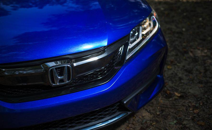 2016 Honda Accord V-6 coupe - Slide 5