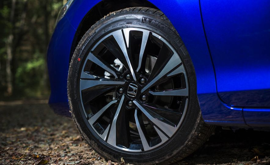 2016 Honda Accord V-6 coupe - Slide 6