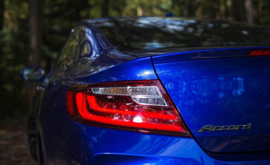 2016 Honda Accord V-6 coupe - Slide 7
