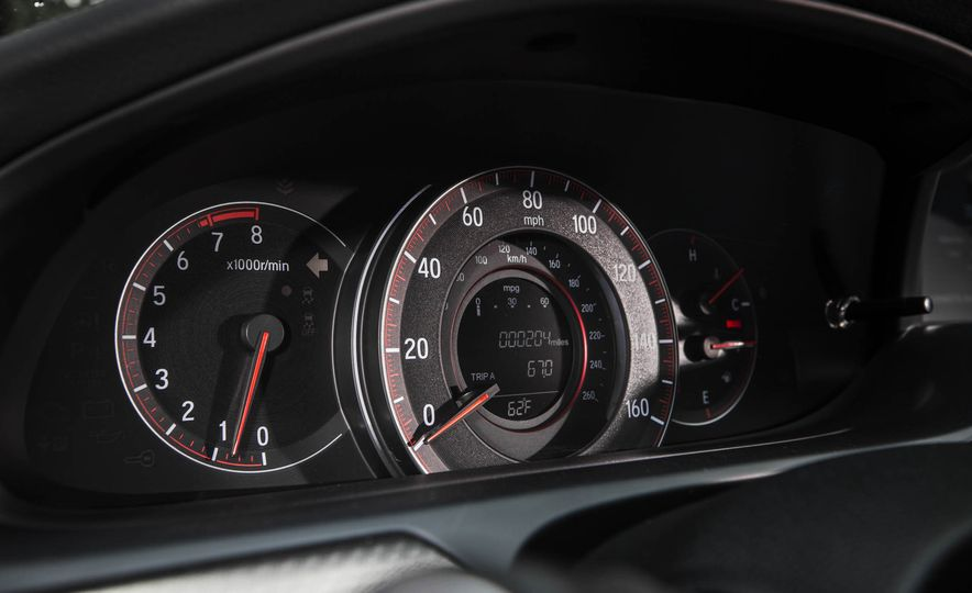 2016 Honda Accord V-6 coupe - Slide 18