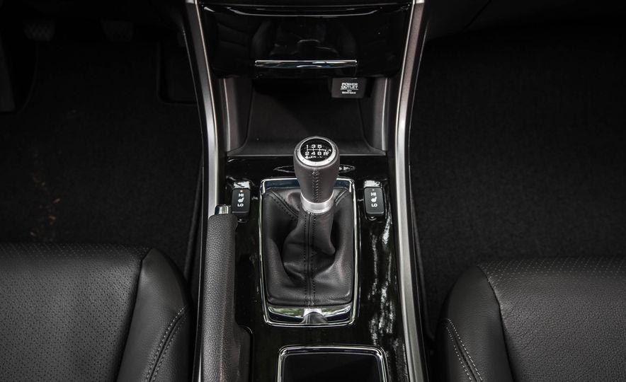 2016 Honda Accord V-6 coupe - Slide 25