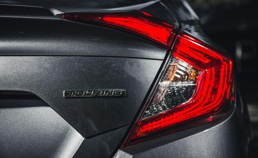 2016 Honda Civic Touring - Slide 18