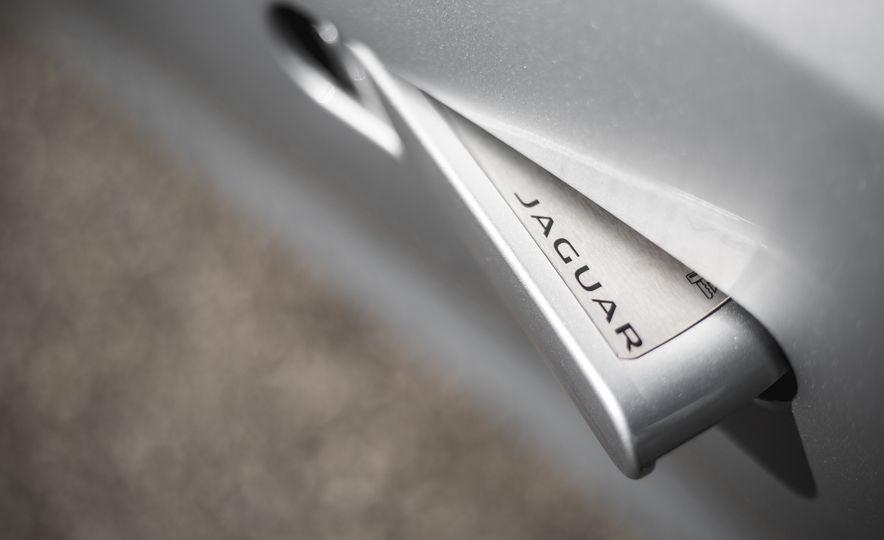 2016 Jaguar F-Type V-6 S coupe - Slide 28