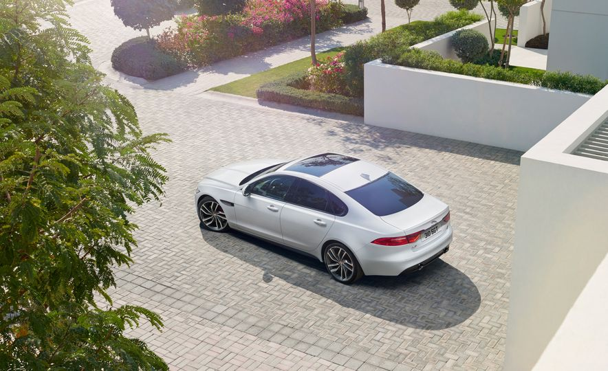 2016 Jaguar F-type R convertible - Slide 12