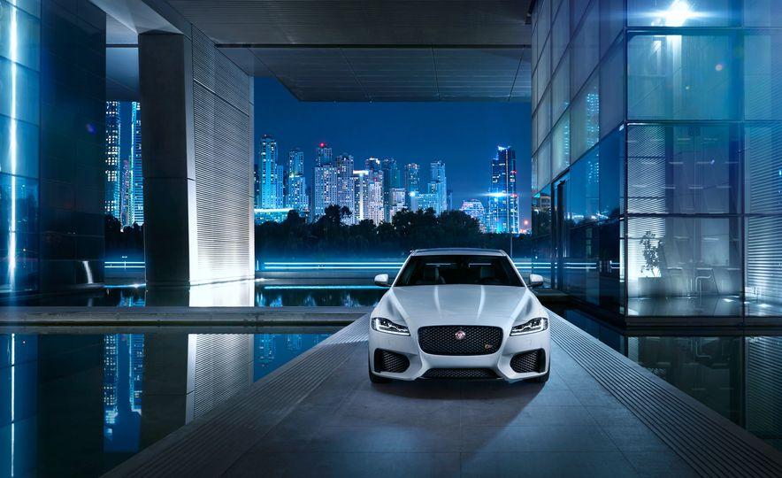 2016 Jaguar F-type R convertible - Slide 13