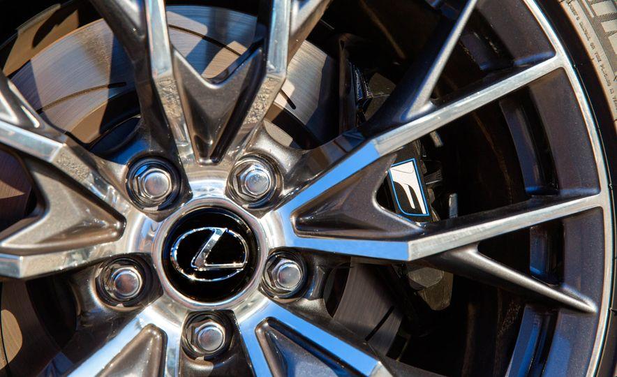 2016 Lexus GS F - Slide 22