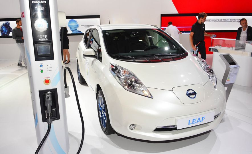 2016 Nissan Leaf - Slide 2