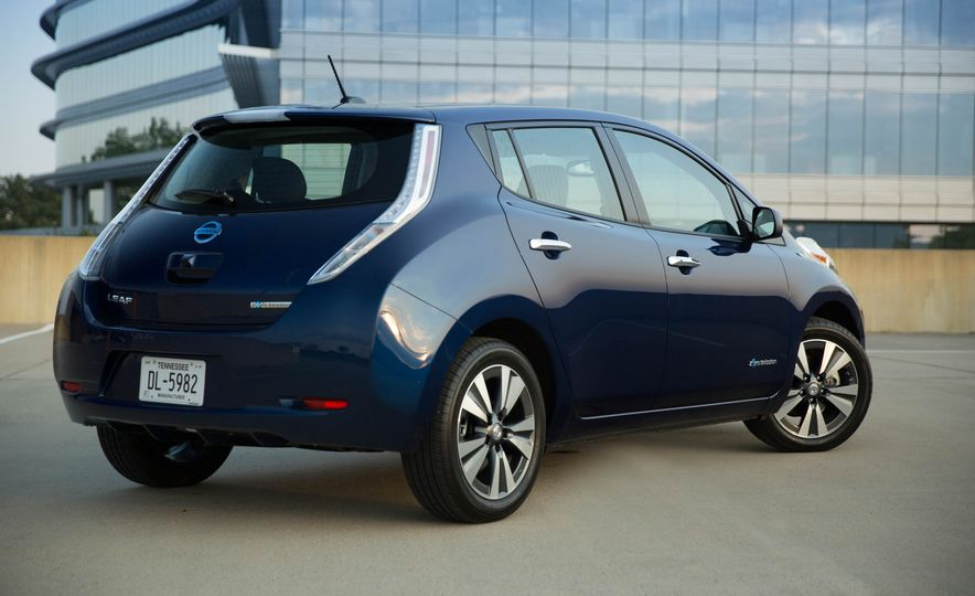 2016 Nissan Leaf - Slide 5