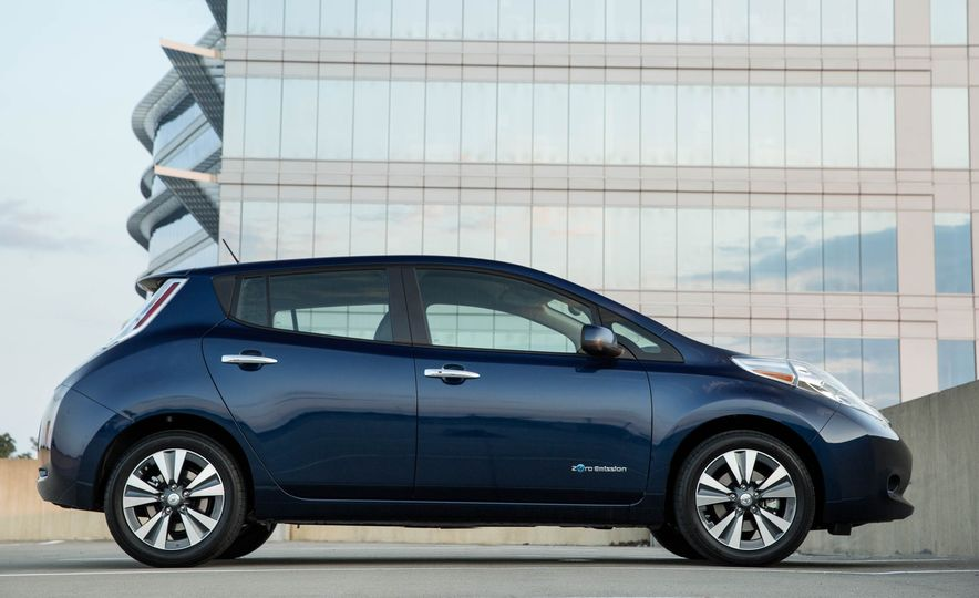 2016 Nissan Leaf - Slide 6