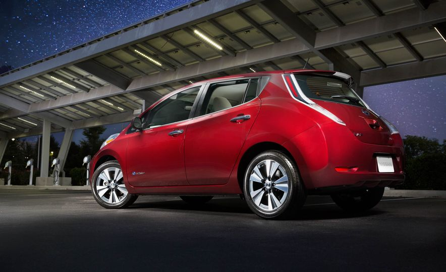 2016 Nissan Leaf - Slide 13
