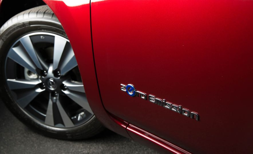 2016 Nissan Leaf - Slide 17