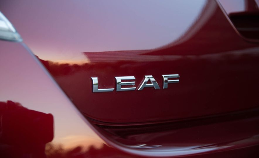 2016 Nissan Leaf - Slide 18