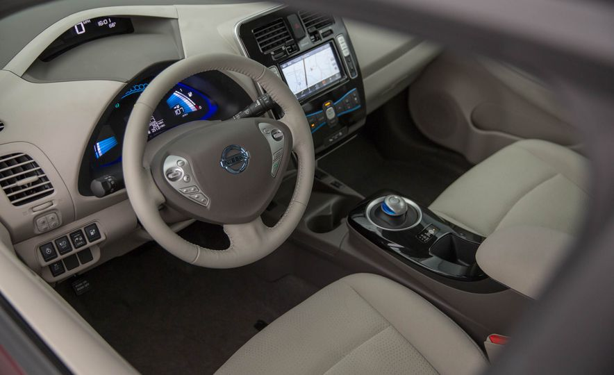 2016 Nissan Leaf - Slide 22