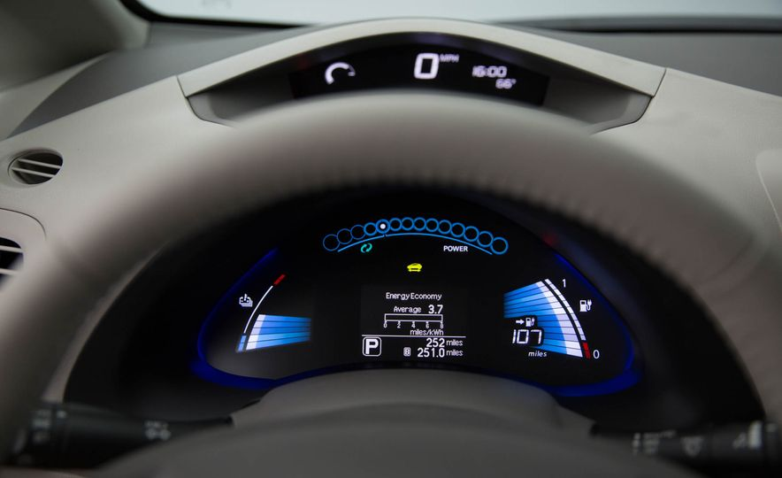 2016 Nissan Leaf - Slide 23