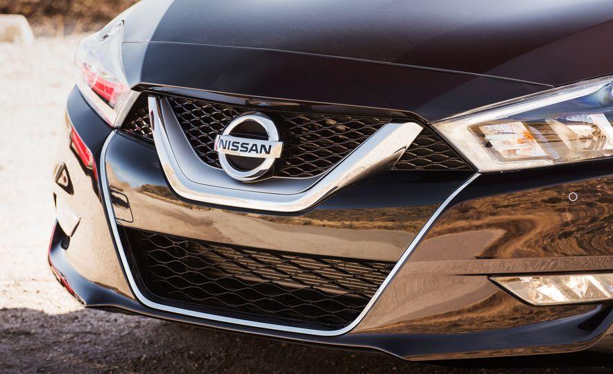 2016 Nissan Maxima SR - Slide 14