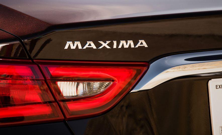 2016 Nissan Maxima SR - Slide 22