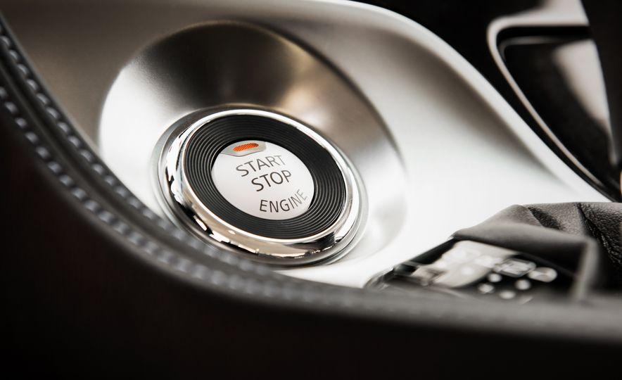 2016 Nissan Maxima SR - Slide 33