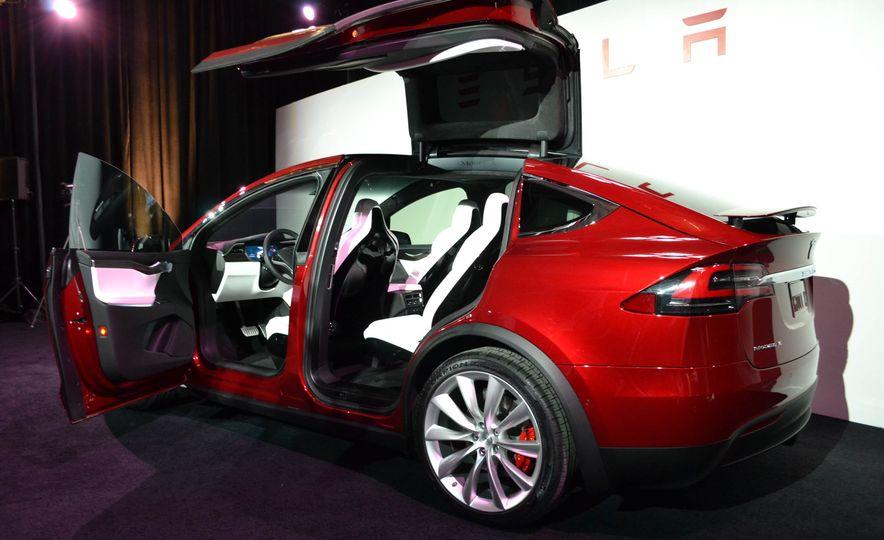 2016 Tesla Model X - Slide 7