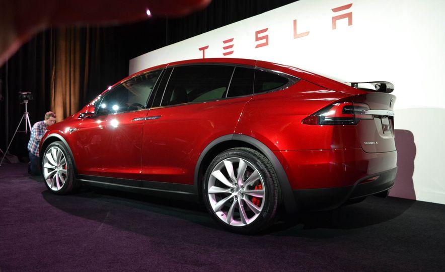 2016 Tesla Model X - Slide 8