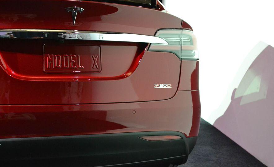 2016 Tesla Model X - Slide 9