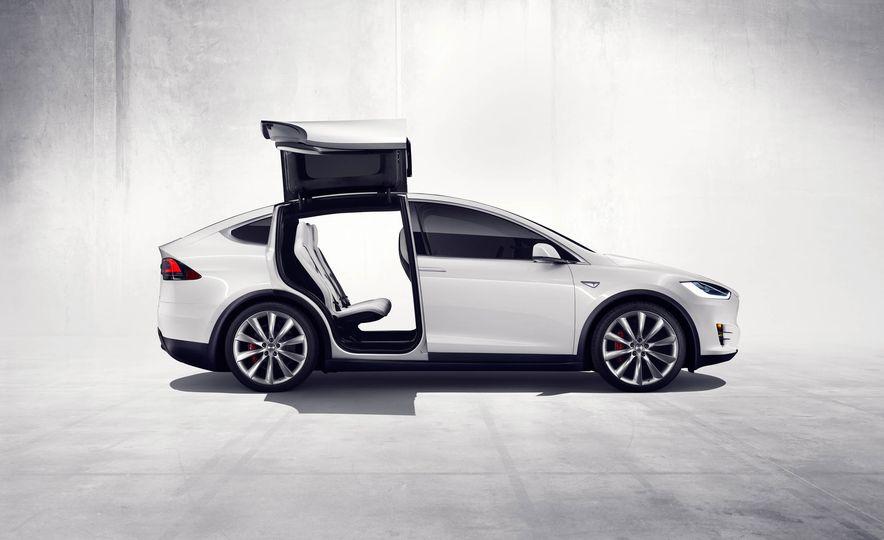 2016 Tesla Model X - Slide 32