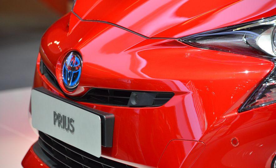 2016 Toyota Prius - Slide 9