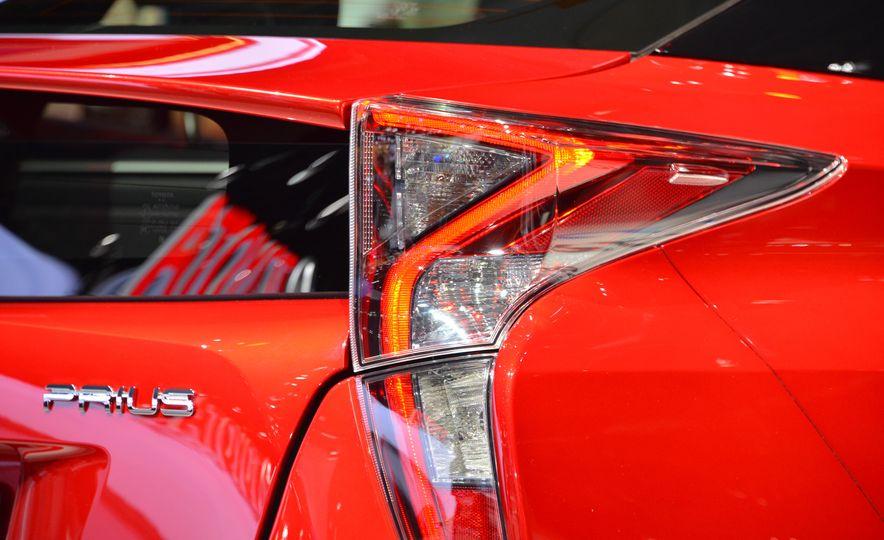 2016 Toyota Prius - Slide 16