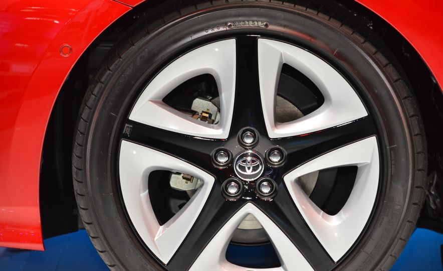 2016 Toyota Prius - Slide 19