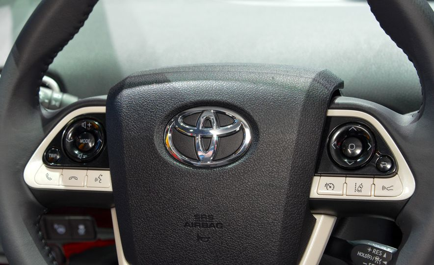 2016 Toyota Prius - Slide 27