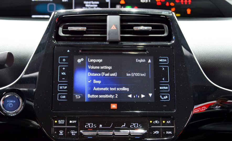 2016 Toyota Prius - Slide 30
