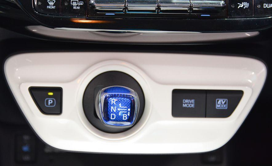 2016 Toyota Prius - Slide 32