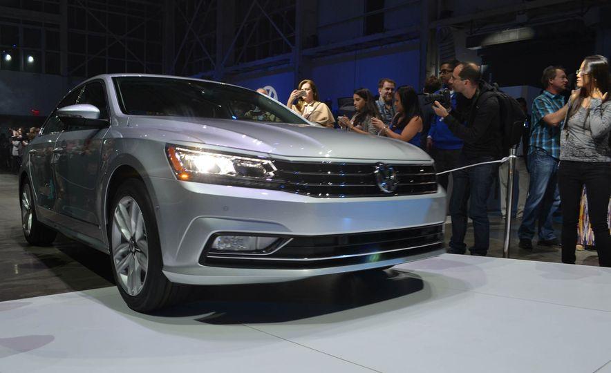 2016 Volkswagen Passat - Slide 1
