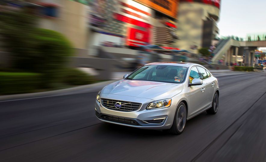 2016 Volvo S60 R-Design - Slide 5