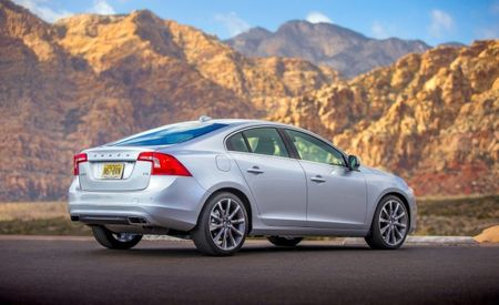 Volvo S60 T6 AWD to Gain Drive-E Engine, XC90 Gets Apple CarPlay