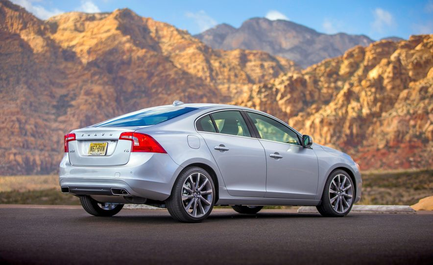 2016 Volvo S60 R-Design - Slide 9