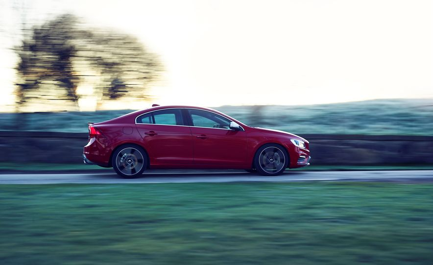 2016 Volvo S60 R-Design - Slide 2