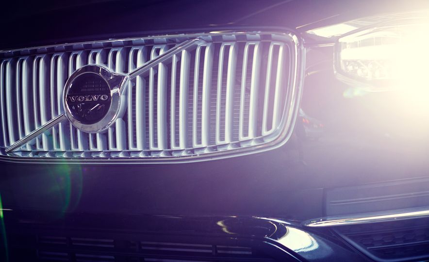 2016 Volvo XC90 T6 AWD Inscription - Slide 6