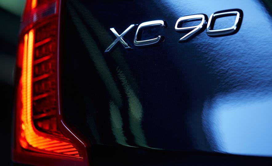 2016 Volvo XC90 T6 AWD Inscription - Slide 11