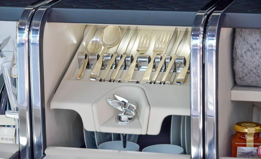 2017 Bentley Bentayga - Slide 21