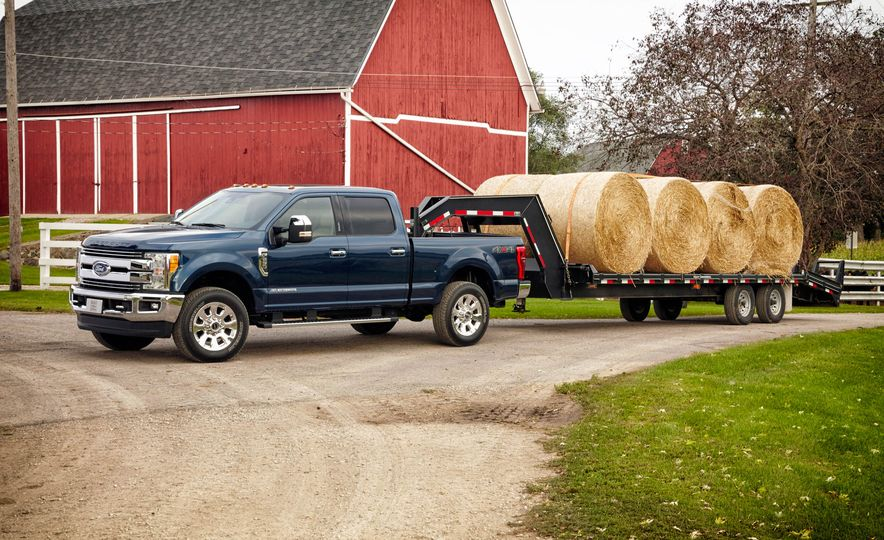 2017 Ford F-250 Super Duty XLT and 2017 Ford F-250 Super Duty XL - Slide 7
