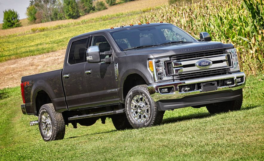 2017 Ford F-250 Super Duty XLT and 2017 Ford F-250 Super Duty XL - Slide 17