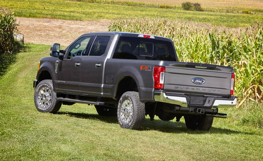 2017 Ford F-250 Super Duty XLT and 2017 Ford F-250 Super Duty XL - Slide 18