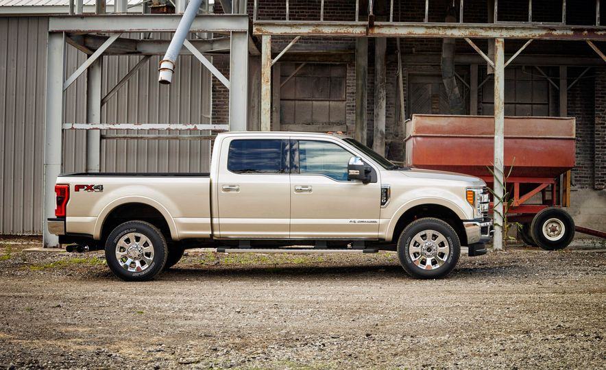2017 Ford F-250 Super Duty XLT and 2017 Ford F-250 Super Duty XL - Slide 32