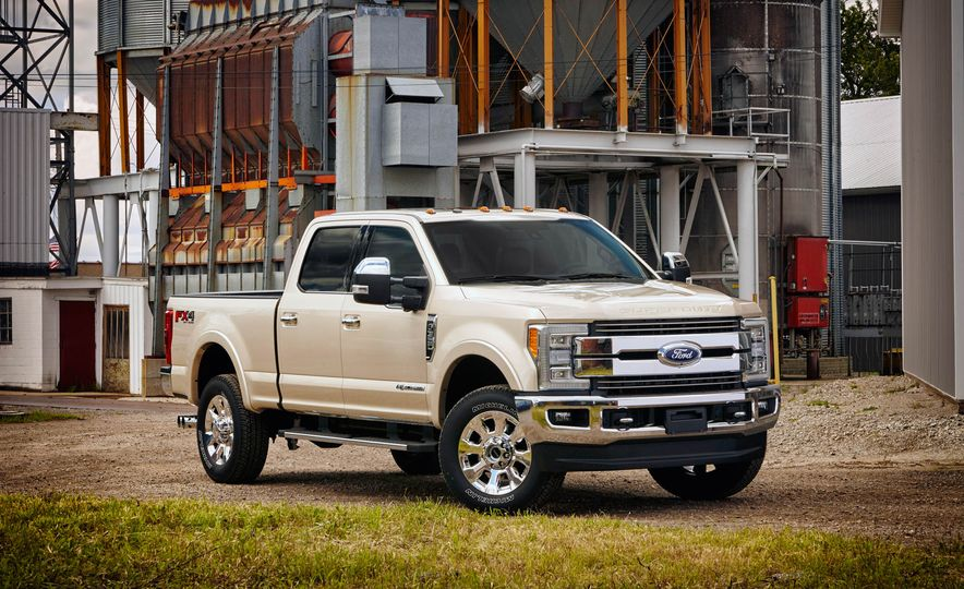 2017 Ford F-250 Super Duty XLT and 2017 Ford F-250 Super Duty XL - Slide 33