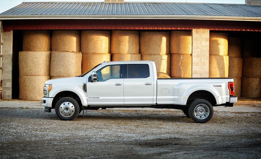 2017 Ford F-250 Super Duty XLT and 2017 Ford F-250 Super Duty XL - Slide 44