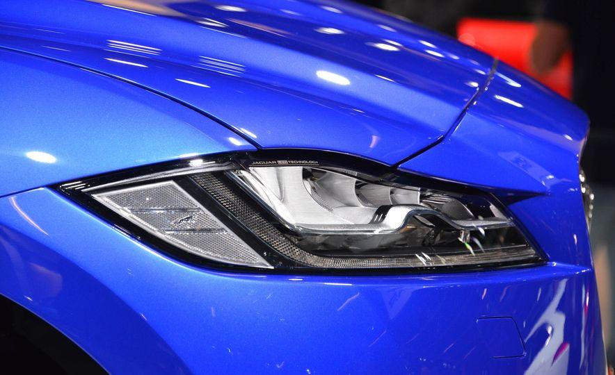2017 Jaguar F-Pace - Slide 5