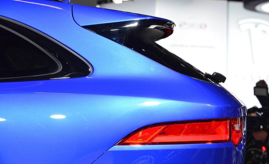 2017 Jaguar F-Pace - Slide 9