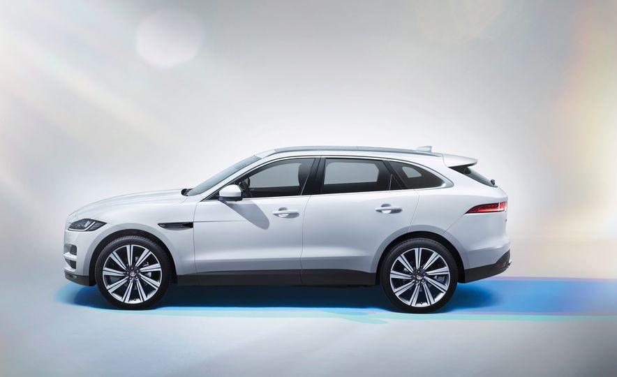 2017 Jaguar F-Paces - Slide 12